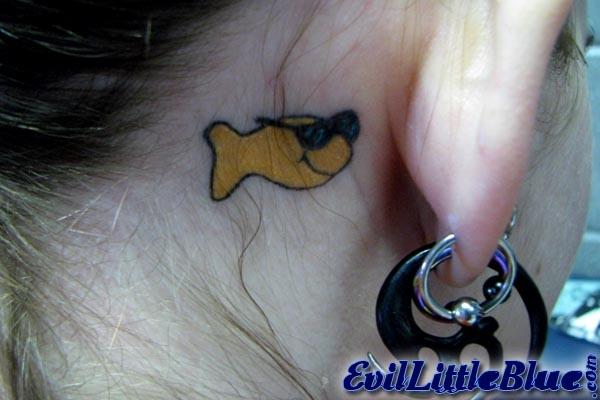 Рыбки везде, татуировки.